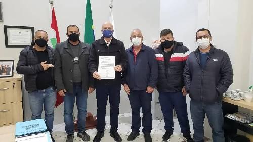 Assinada e entregue a ordem de serviço da obra de drenagem da rua Erechim