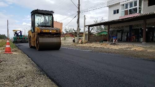 Avenida Beira Mar Norte começa a receber asfalto