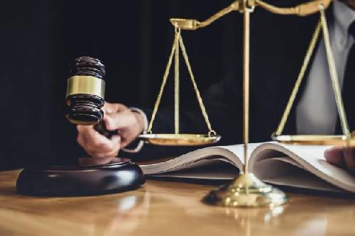 Ex-prefeito que nomeou esposa, irmã e genro é condenado pela prática de improbidade