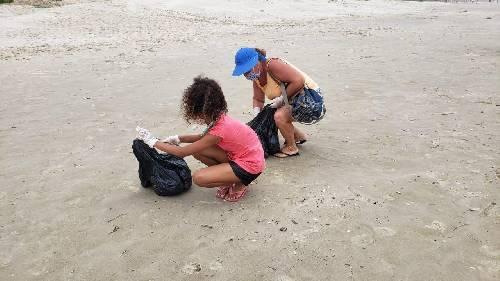 *Mutirão de limpeza Praia Limpa mobiliza voluntários e retira lixo da orla*