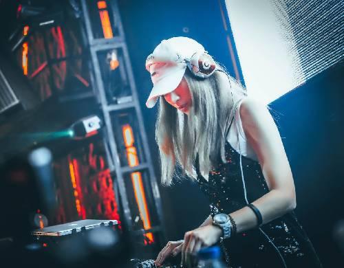 Show da virada, com a DJ Camila sampaio no Clube Night